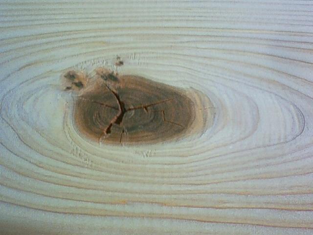 杉板材、節です。